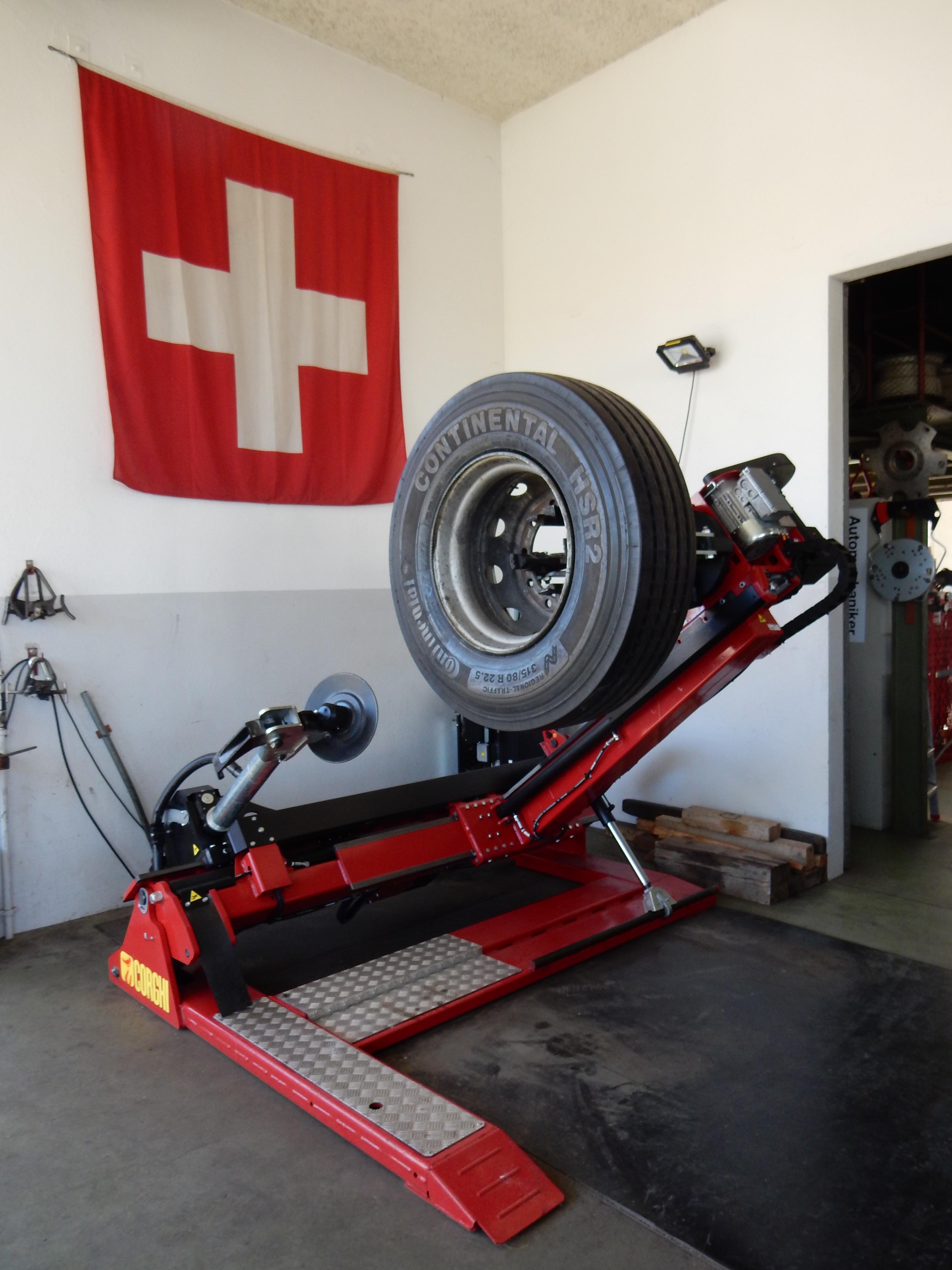 modernste LKW- und Traktoren-Pneu-Montagemaschine